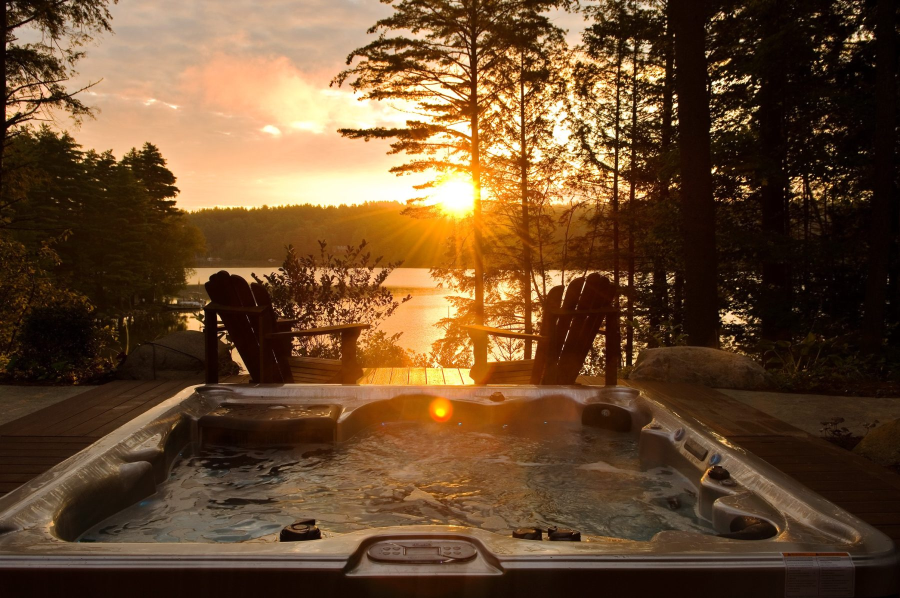 Hot tub with view of Lake Geogre